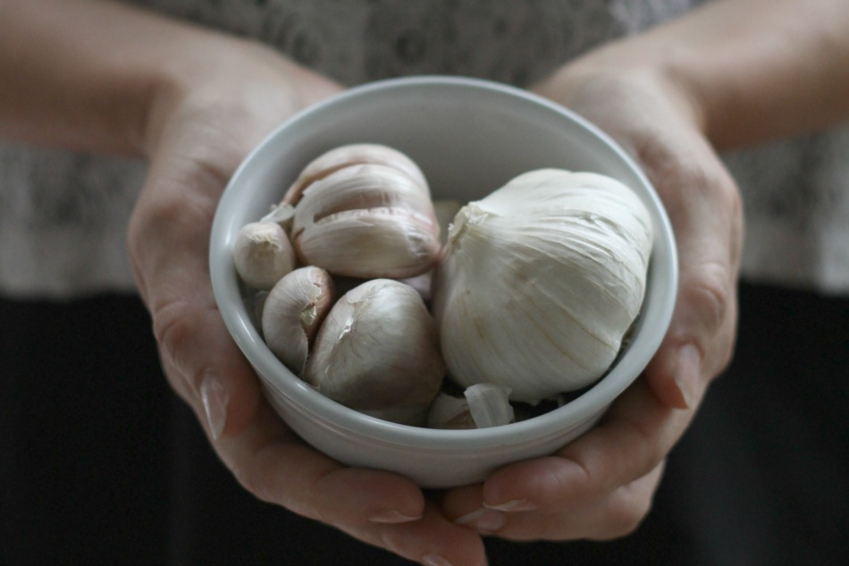 The #1 Herb To Have On Hand During The Winter Months | Growing Up Herbal | Antibacterial and antiviral. Garlic is a must-have herb for winter ailments. Learn how to use it here.