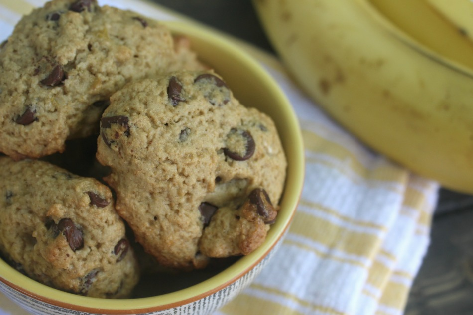 Banana Chocolate Oatmeal Cookies | Growing Up Herbal | Enjoy these delicious cookies any time of the year! They pair perfectly with a tall glass of raw milk!