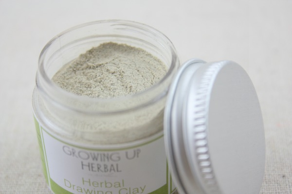 4 Ways I Use Bentonite Clay On My Kids | GrowingUpHerbal.com