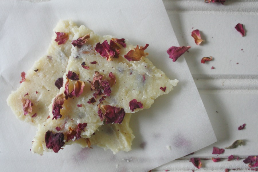White Chocolate & Rose Coconut Bark | Growing Up Herbal | Looking for a sweet chocolate dessert for Valentine's Day that isn't pure junk for your kids? You've found it!
