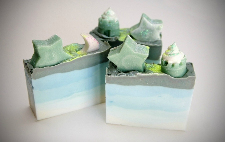 Celebrating Handmade Soap With Making Soap Magazine | Growing Up Herbal | Do you love handmade soap? This magazine is probably for you then!