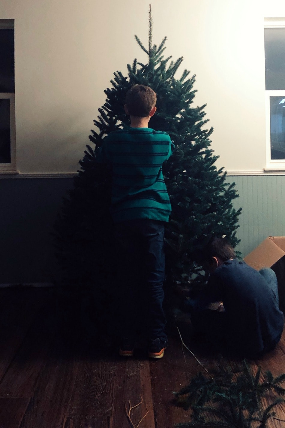 Life Lately: Decking The Halls | Growing Up Herbal | While it feels strange decking the halls of our half-finished home, I'm pushing past my feelings to bring warmth and tradition to our new home this season.