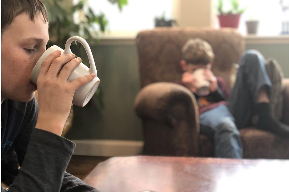 kids drinking healthy hot chocolate