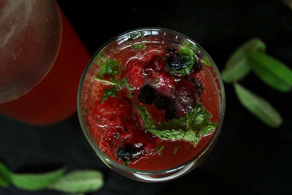 patriotic summer mocktail with mint leaves